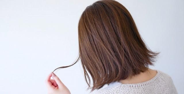 ビビリ毛の原因は?